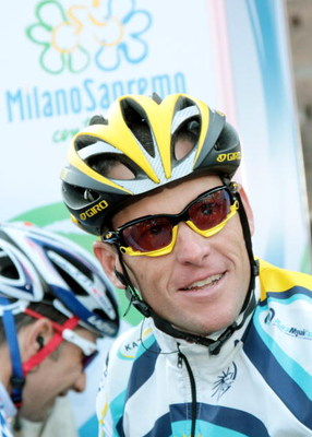 MILAN, ITALY - MARCH 21:  Lance Armstrong surrounded by fans before the start of the 100th Edition of the Milan - Sanremo cycle race on March 21, 2009 in Milan, Italy. The Milan -Sanremo is the most important cycle race in Italy and is called 'La Classici