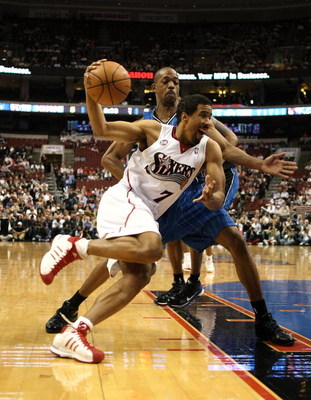 PHILADELPHIA - APRIL 30: Andre Miller #7  of the Philadelphia 76ers drives to the basket against Rafer Alston #1 of the Orlando Magic during Game Six of the Eastern Conference Quarterfinals at Wachovia Center on April 30, 2009 in Philadelphia, Pennsylvani