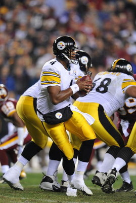 WASHINGTON - NOVEMBER 03:  Byron Leftwich #4 of the Pittsburgh Steelers drops back to pass against The Washington Redskins during their game on November 3, 2008 at Fedex Field in Washington, DC.  (Photo by Al Bello/Getty Images)