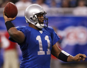 DETROIT , MI - NOVEMBER 27:  Daunte Culpepper #11 of the Detroit Lions throws a second quarter touchdown pass while playing the Tennessee Titans on November 27, 2008 at Ford Field in Detroit, Michigan.  (Photo by Gregory Shamus/Getty Images)