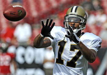 TAMPA, FL - NOVEMBER 30:  Wide receiver Robert Meachem #17 of the New Orleans Saints grabs a warm up pass before play against the Tampa Bay Buccaneers at Raymond James Stadium on November 30, 2008 in Tampa, Florida.  (Photo by Al Messerschmidt/Getty Image