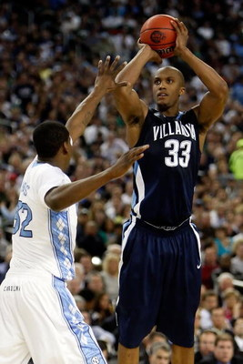 DETROIT - APRIL 04:  Dante Cunningham #33 of the Villanova Wildcats shoots over Ed Davis #32 of the North Carolina Tar Heels during the National Semifinal game of the NCAA Division I Men's Basketball Championship at Ford Field on April 4, 2009 in Detroit,