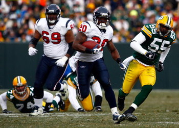 GREEN BAY, WI - DECEMBER 07:  Running back Steve Slaton #20 of the Houston Texans carries the ball while being pursued by Desmond Bishop #55 of the Green Bay Packers during the first half at Lambeau Field on December 7, 2008 in Green Bay, Wisconsin. The T