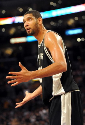 LOS ANGELES, CA - JANUARY 25:  Tim Duncan #21 of the San Antonio Spurs questions a call during the third quarter against the Los Angeles Lakers at the Staples Center on January 25, 2009 in Los Angeles, California.  NOTE TO USER:  User expressly acknowledg