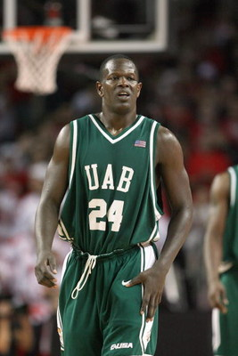 LOUISVILLE, KY - DECEMBER 27:  Robert Vaden #24 of the UAB Blazers jogs on the court during the game against the Louisville Cardinals on December 27, 2008 at Freedom Hall in Louisville, Kentucky. (Photo by Andy Lyons/Getty Images)