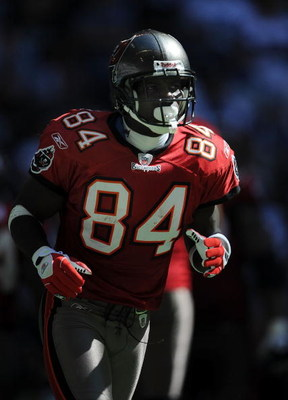 IRVING, TX - OCTOBER 26:  Wide receiver Joey Galloway #84 of the Tampa Bay Buccaneers during play against the Dallas Cowboys at Texas Stadium on October 26, 2008 in Irving, Texas.  (Photo by Ronald Martinez/Getty Images)