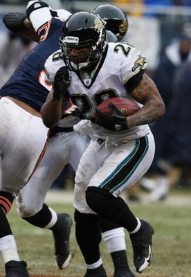 CHICAGO - DECEMBER 07: Fred Taylor #28 of the Jacksonville Jaguars runs against the Chicago Bears on December 7, 2008 at Soldier Field in Chicago, Illinois. The Bears defeated the Jaguars 23-10. (Photo by Jonathan Daniel/Getty Images)