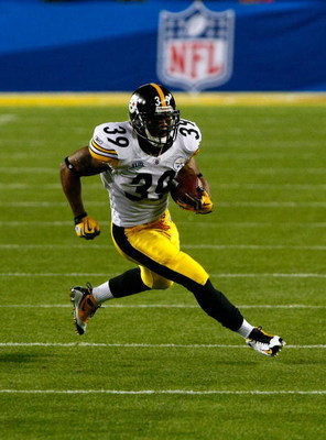 TAMPA, FL - FEBRUARY 01:  Willie Parker #39 of the Pittsburgh Steelers runs the ball against the Arizona Cardinals during Super Bowl XLIII on February 1, 2009 at Raymond James Stadium in Tampa, Florida. Steelers won 27-23. (Photo by Win McNamee/Getty Imag