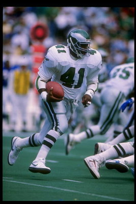 10 Sep 1989:  Halfback Keith Byars of the Philadelphia Eagles runs with the ball during a game against the New York Giants at Veterans Stadium in Philadelphia, Pennsylvania.  The Eagles won the game 21-19. Mandatory Credit: Joe Patronite  /Allsport