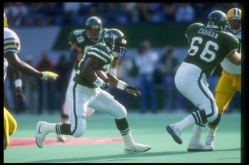 3 Nov 1991:  Running back Blair Thomas of the New York Jets moves the ball during a game against the Green Bay Packers at Giants Stadium in East Rutherford, New Jersey.  The Jets won the game, 19-16. Mandatory Credit: Rick Stewart  /Allsport