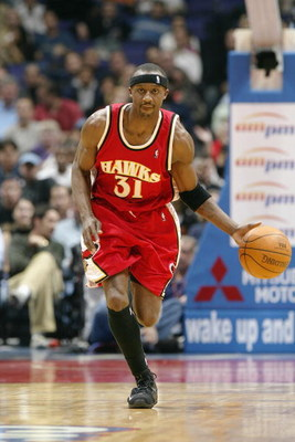 LOS ANGELES - NOVEMBER 11:  Jason Terry #31 of the Atlanta Hawks drives against the Los Angeles Clippers during the game at Staples Center on November 11, 2003 in Los Angeles, California.  The Clippers won 115-103.  NOTE TO USER: User expressly acknowledg