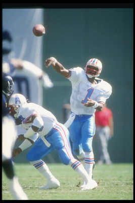 30 Sep 1990:  Quarterback Warren Moon of the Houston Oilers passes the ball during a game against the San Diego Chargers at Jack Murphy Stadium in San Diego, California.  The Oilers won the game, 17-7. Mandatory Credit: Stephen Dunn  /Allsport
