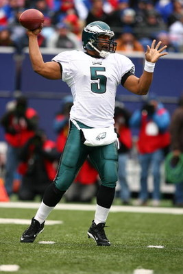 EAST RUTHERFORD, NJ - DECEMBER 07:  Donovan McNabb #5 of the Philadelphia Eagles looks to pass against the New York Giants during their game on December 7, 2008 at Giants Stadium in East Rutherford, New Jersey.  (Photo by Al Bello/Getty Images)