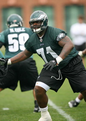 PHILADELPHIA - MAY 1: Offensive tackle Jason Peters #71 of the Philadelphia Eagles practices during minicamp at the NovaCare Complex on May 1, 2009 in Philadelphia, Pennsylvania. (Photo by Hunter Martin/Getty Images)