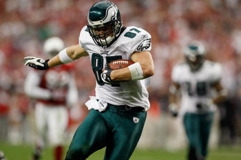 GLENDALE, AZ - JANUARY 18:  Tight end Brent Celek #87 of the Philadelphia Eagles runs after a catch during the NFC championship game against the Arizona Cardinals on January 18, 2009 at University of Phoenix Stadium in Glendale, Arizona.  (Photo by Chris