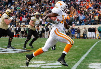 NASHVILLE, TN - NOVEMBER 22:  Eric Berry #14 of the Tennessee Volunteers returns an interception for a touchdown against the Vanderbilt Commodores during the game at Vanderbilt Stadium on November 22, 2008 in Nashville, Tennessee.  (Photo by Kevin C. Cox/
