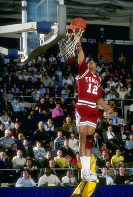 Jan 1991:  Guard Mark Macon of the Temple Owls sinks the ball during a game against the George Washington Colonials. Mandatory Credit: Doug Pensinger  /Allsport