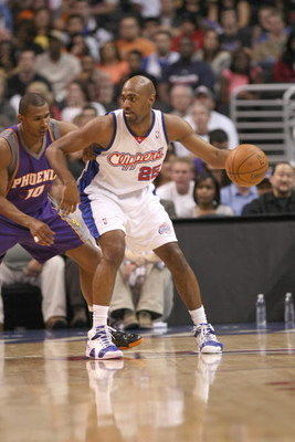 LOS ANGELES, CA - JANUARY 11:  Mardy Collins #25 of the Los Angeles Clippers drives the ball against Leandro Barbosa #10 of the Phoenix Suns on January 11, 2009 at Staples Center in Los Angeles, California.  The Suns won 109-103.   NOTE TO USER: User expr