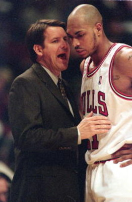 22 Feb 2001:  Head Coach Tim Floyd of the Chicago Bulls talks to Marcus Fizer #21 during the game against the Los Angeles Clippers at the United Center in Chicago, Illinois.  The Clippers defeated the Bulls 93-80.NOTE TO USER: It is expressly understood t