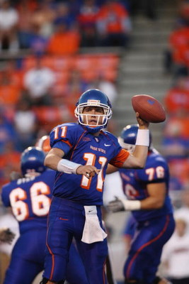 BOISE , ID - SEPTEMBER 13:  Kellen Moore #11 of the Boise State Broncos thorws the ball against the Bowling Green Falcons at Bronco Stadium on September 13, 2008 in Boise, Idaho.  (Photo by Jonathan Ferrey/Getty Images)