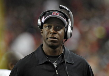 ATLANTA - DECEMBER 14: Defensive backs coach Raheem Morris of the Tampa Bay Buccaneers directs play against the Atlanta Falcons at the Georgia Dome on December 14, 2008 in Atlanta, Georgia.  (Photo by Al Messerschmidt/Getty Images) 