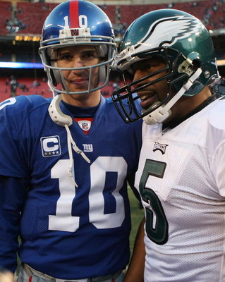 EAST RUTHERFORD, NJ - DECEMBER 07:  Eli Manning #10 of the New York Giants meets with Donovan McNabb #5 of the Philadelphia Eagles at the conclusion of their game at Giants Stadium on December 7, 2008 in East Rutherford, New Jersey.  (Photo by Nick Laham/