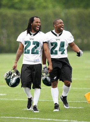 PHILADELPHIA - MAY 1: Defensive backs Asante Samuel #22 and Sheldon Brown #24 of the Philadelphia Eagles practice during minicamp at the NovaCare Complex on May 1, 2009 in Philadelphia, Pennsylvania. (Photo by Hunter Martin/Getty Images)