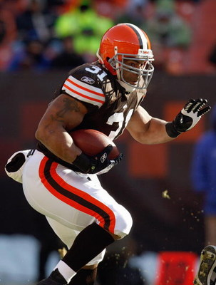 CLEVELAND - DECEMBER 21:  Jamal Lewis #31 of the Cleveland Browns carries the ball during the game against the Cincinnatti Bengals on December 21, 2008 at Cleveland Browns Stadium in Cleveland, Ohio. (Photo by: Gregory Shamus/Getty Images)