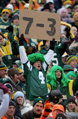 GREEN BAY, WI - NOVEMBER 16:  A fan in a Brett Favre #4 New York Jets jersey displays the record of the Jets while spectating as the Chicago Bears face the Green Bay Packers during NFL action at Lambeau Field on November 16, 2008 in Green Bay, Wisconsin.