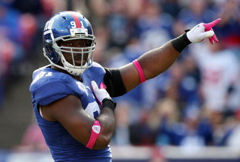EAST RUTHERFORD, NJ - OCTOBER 11:  Justin Tuck #91 of the New York Giants celebrates his sack in the third quarter against the Oakland Raiders on October 11, 2009 at Giants Stadium in East Rutherford, New Jersey. The Giants defeated the Raiders 44-7.  (Ph