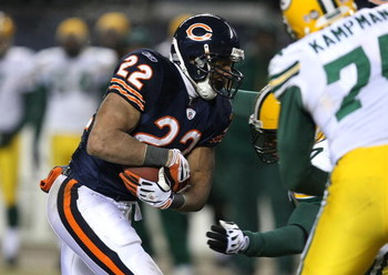 CHICAGO - DECEMBER 22: Matt Forte #22 of the Chicago Bears runs against the Green Bay Packers on December 22, 2008 at Soldier Field in Chicago, Illinois. The Bears defeated the Packers 20-17 in overtime. (Photo by Jonathan Daniel/Getty Images)