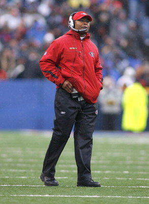 ORCHARD PARK, NY - NOVEMBER 30:  Mike Singletary, head coach of the San Francisco 49ers watches from the sidelines against the Buffalo Bills on November 30, 2008 at Ralph Wilson Stadium in Orchard Park, New York. The 49ers won 10-3.  (Photo by Rick Stewar