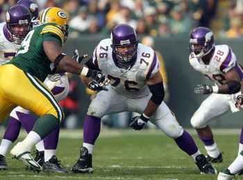 GREEN BAY, WI - NOVEMBER 11: Steve Hutchinson #76 of the Minnesota Vikings moves on the line during the game against the Green Bay Packers on November 11, 2007 at Lambeau Field in Green Bay, Wisconsin. The Packers defeated the Vikings 34-0. (Photo by Jona