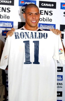 MADRID, SPAIN - SEPTEMBER 2:  Ronaldo of Real Madrid during the press conference to announce his signing for Real Madrid at the Santiago Bernabeu Stadium, Madrid on September 2, 2002.  (Photo by Firo Foto/Getty Images)
