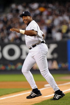 NEW YORK - SEPTEMBER 21:  Dave Winfield takes the field during a pregame ceremony prior to the start of the last regular season game at Yankee Stadium between the Baltimore Orioles and the New York Yankees on September 21, 2008 in the Bronx borough of New