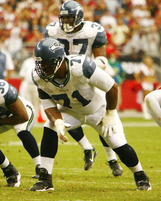 GLENDALE, AZ - SEPTEMBER 16:  Walter Jones #71 of the Seattle Seahawks gets set to block against the Arizona Cardinals at University of Phoenix Stadium on September 16, 2007 in Glendale, Arizona.  The Cardinals defeated the Seahawks 23-20. (Photo by Kevin