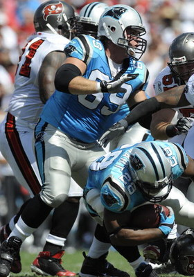 TAMPA, FL - OCTOBER 12: Tackle Jordan Gross #69 of the Carolina Panthers sets to block against the Tampa Bay Buccaneers at Raymond James Stadium on October 12, 2008 in Tampa, Florida.  (Photo by Al Messerschmidt/Getty Images)