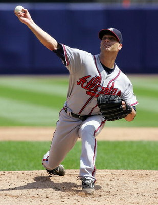 NEW YORK - AUGUST 09: Tim Hudson #15 of the Atlanta Braves pitches against the New York Mets August 9, 2007 at Shea Stadium in the Flushing neighborhood of the Queens borough of New York City.  (Photo by Jim McIsaac/Getty Images)