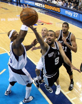 DALLAS - APRIL 25:  Guard Tony Parker #9 of the San Antonio Spurs takes a shot against Erick Dampier #25 of the Dallas Mavericks in Game Four of the Western Conference Quarterfinals during the 2009 NBA Playoffs at American Airlines Center on April 25, 200