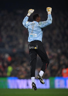 BARCELONA, SPAIN - FEBRUARY 21:  Carlos Kameni of Espanyol celebrates after his team scored their second goal during the La Liga match between Barcelona and Espanyol at the Camp Nou stadium on February 21, 2009 in Barcelona, Spain.  (Photo by Denis Doyle/