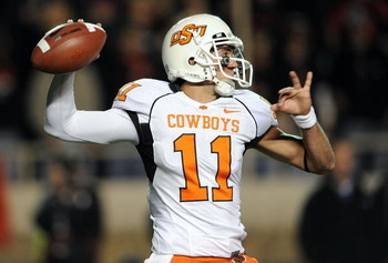 LUBBOCK, TX - NOVEMBER 08:  Quarterback Zac Robinson #11 of the Oklahoma State Cowboys drops back to pass against the Texas Tech Red Raiders at Jones AT&T Stadium on November 8, 2008 in Lubbock, Texas.  (Photo by Ronald Martinez/Getty Images)