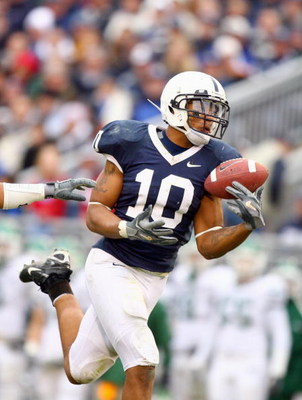 UNIVERSITY PARK, PA - NOVEMBER 18: Andrew Quarless #10  of Penn State bobbles the ball during the game against Michigan State at Beaver Stadium on November 18, 2006 in University Park, Pennsylvania. (Photo by Al Bello/Getty Images)