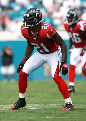 JACKSONVILLE, FL - SEPTEMBER 16:  Cornerback DeAngelo Hall #21 of the Atlanta Falcons defends against Jacksonville Jaguars the at Alltel Stadium on September 16, 2007 in Jacksonville, Florida. The Jaguars defeated the Falcons 13-7.  (Photo by Doug Benc/Ge