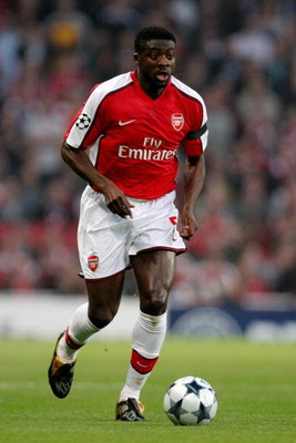 LONDON, ENGLAND - APRIL 15:  Kolo Toure of Arsenal runs with the ball during the UEFA Champions League Quarter Final Second Leg match between Arsenal and Villarreal at the Emirates Stadium on April 15, 2009 in London, England.  (Photo by Hamish Blair/Gett