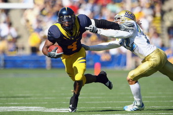 BERKELEY, CA - OCTOBER 25: Runningback Jahvid Best #4 of the Cal Golden Bears carries the ball as he avoids a tackle during the game against the UCLA Bruins at Memorial Stadium on October 25, 2008 in Berkeley, California. (Photo by Jeff Gross/Getty Images