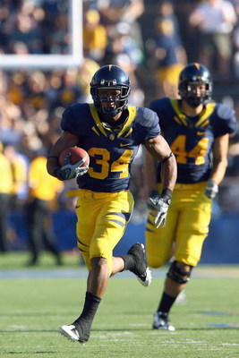 BERKELEY, CA - OCTOBER 25: Runningback Shane Vereen #34 of the Cal Golden Bears carries the ball during the game against the UCLA Bruins iat Memorial Stadium on October 25, 2008 in Berkeley, California. (Photo by Jeff Gross/Getty Images)