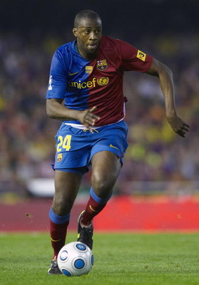 VALENCIA, SPAIN - MAY 13:  Toure Yaya of Barcelona in action during the Copa del Rey final match between Barcelona and Athletic Bilbao at the Mestalla stadium on May 13, 2009 in Valencia, Spain. Barcelona won 4-1.  (Photo by Manuel Queimadelos Alonso/Gett