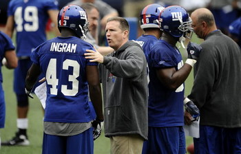 EAST RUTHERFORD, NJ - MAY 09:  Defensive coordinator Bill Sheridan and Kenny Ingram #43 of the New York Giants work drills at rookie camp on May 9, 2009 in East Rutherford, New Jersey.  (Photo by Jeff Zelevansky/Getty Images)