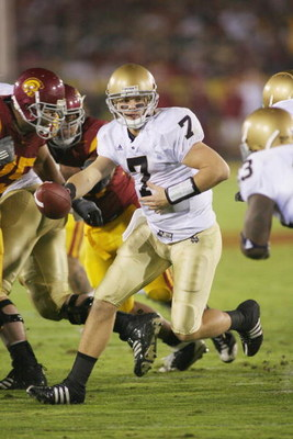 LOS ANGELES - NOVEMBER 29:  Jimmy Clausen #7 of the Notre Dame Fighting Irish looks to hand off the ball against the USC Trojans on November 29, 2008 at the Los Angeles Memorial Coliseum in Los Angeles, California.  USC won 38-3.  (Photo by Jeff Golden/Ge