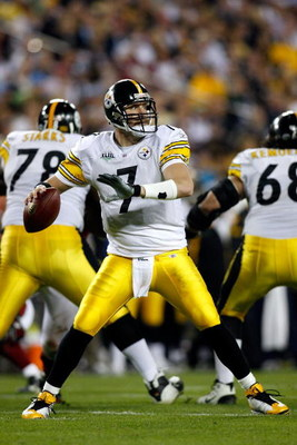 TAMPA, FL - FEBRUARY 01:  Quarterback Ben Roethlisberger #7 of the Pittsburgh Steelers throws a pass against the Arizona Cardinals during Super Bowl XLIII on February 1, 2009 at Raymond James Stadium in Tampa, Florida. Steelers won 27-23. (Photo by Chris 